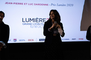 <span style='display:inline-block; background-color:#DF071E; width: 100%;padding:5px;'>Valérie Lemercier</span>