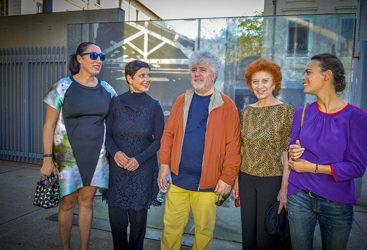 Tournage Sortie d'usine - Rossy De Palma, Isabella Rossellini, Pedro Almodóvar, marisa Paredes et Bérénice Bejo