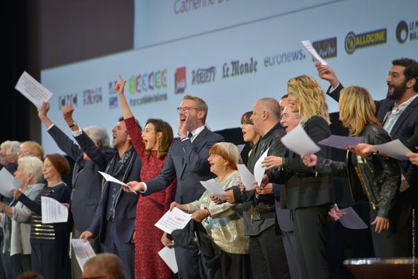 Les invités sur la scène de la Halle Tony Garnier