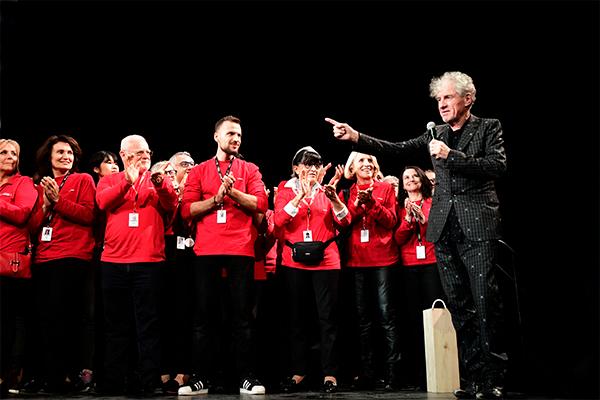 Christopher Doyle et les bénévoles du festival Lumière 2017