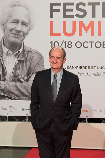 <span style='display:inline-block; background-color:#DF071E; width: 100%;padding:5px;'>Pierre Lescure</span>
