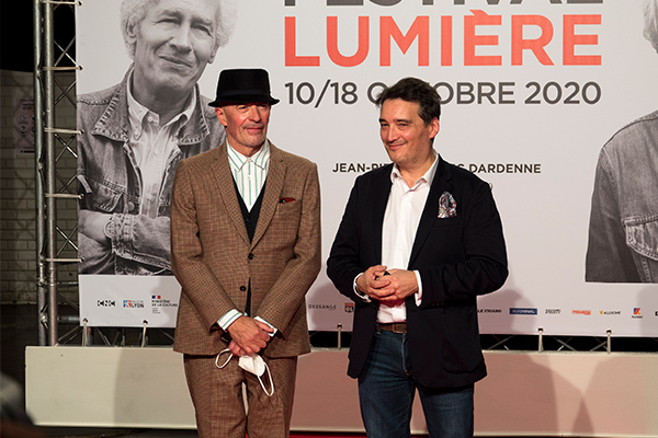 <span style='display:inline-block; background-color:#DF071E; width: 100%;padding:5px;'>Jacques Audiard et Stéphane Audiard</span>