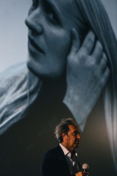 <span style='display:inline-block; background-color:#DF071E; width: 100%;padding:5px;'>Paolo Sorrentino</span>