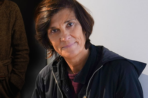 <span style='display:inline-block; background-color:#DF071E; width: 100%;padding:5px;'>Catherine Corsini</span>