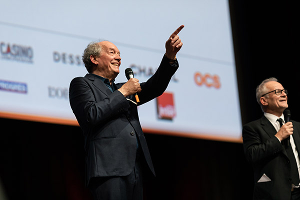 <span style='display:inline-block; background-color:#DF071E; width: 100%;padding:5px;'>Luc Dardenne</span>