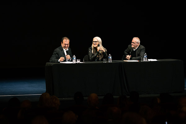 <span style='display:inline-block; background-color:#DF071E; width: 100%;padding:5px;'>Rencontre avec Jane Campion</span>